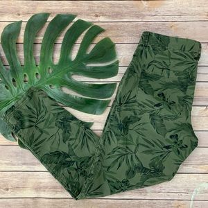 Old Navy dark green tropical floral pixie pants